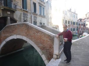 I can spot a bridge in Venice.